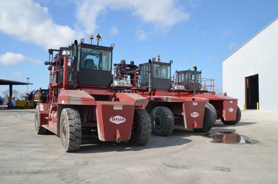 BLT WORLD Forklift & Container Handlers